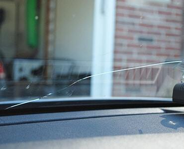 Rozbité přední sklo